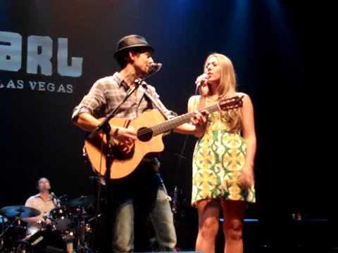 Jason Mraz & Colbie Caillat – Lucky