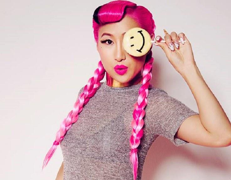 Effie Liu: Gimme All Yer Money