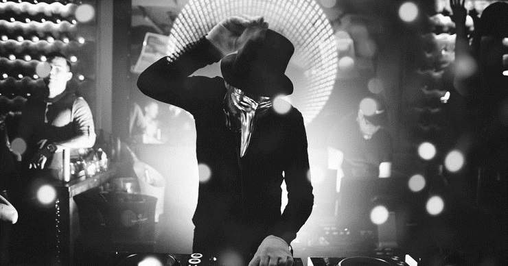 Claptone: Evil Woman vs. In The Dark