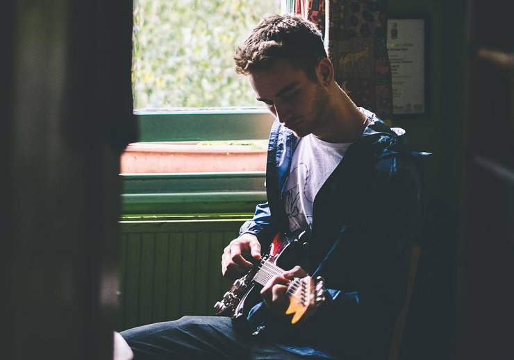 Tom Misch & Carmody: Easy Love